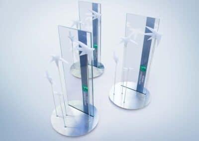 Három darab a számtalan egyedi asztali display közül, amik a BNP Paribas számára készültek. Nyomtatott, átlátszó felület, fémtalp, és a cég logóját idéző plexielemek harmonikus összhatása teszi valóban különlegessé őket.