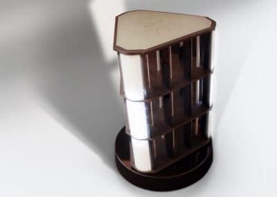 Gravírozott tetejű, világító lámpákkal díszített, speciális, forgó teatartó állvány.